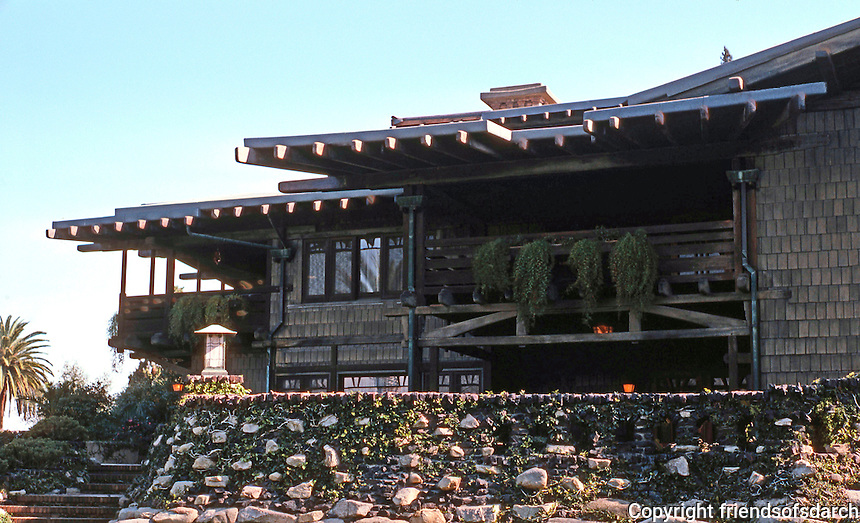 Greene & Greene: Gamble House 1908. Rear view.  Photo '87.