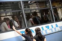 Roma, 11 Agosto 2016<br /> Volontarie<br /> La polizia in via Cupa sulla Tiburtina effettua controlli tra i richiedenti asilo che hanno trovato accoglienza nella tendopoli grazie a volontari e volontarie,Le e i migranti vengono trasferiti in pulman per l'identificazione, alcuni trascinati dalle forze dell'ordine.