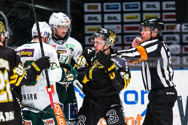 Stockholm 2014-01-18 Ishockey SHL AIK - F&auml;rjestads BK :  <br /> AIK:s Oscar Steen i br&aring;k med F&auml;rjestad spelare i den andra perioden<br /> (Foto: Kenta J&ouml;nsson) Nyckelord:  slagsm&aring;l br&aring;k fight fajt gruff
