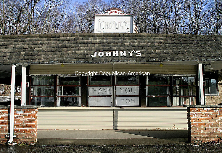 MIDDLEBURY, CT -18 JANUARY 2007 -011808DA04-Middlebury's cultural landmark, Johnny's Dairy Bar closed in December after running since 1952. <br /> Darlene Douty/Republican-American