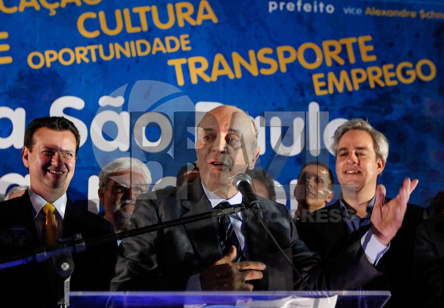 ATENCAO EDITOR FOTO EMBARGADA PARA VEICULO INTERNACIONAL - SAO PAULO, 15 DE OUTUBRO 2012 -ELEICOES SP - JOSE SERRA - O candidato à Prefeitura de São Paulo pelo PSDB, José Serra lança Programa de Governo, no Cine Livraria Cultura, no Conjunto Nacional, na Avenida Paulista, em São Paulo (SP), nesta segunda-feira (15). FOTO: VANESSA CARVALHO - BRAZIL PHOTO PRESS.
