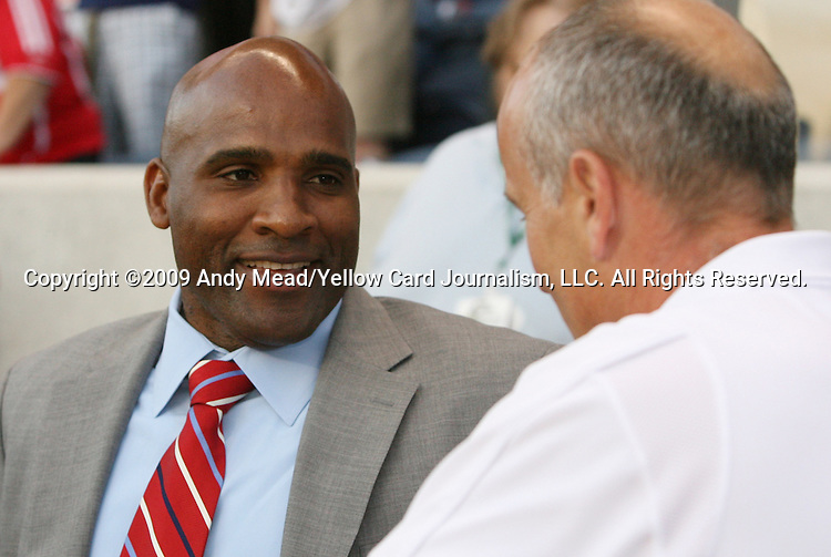 05 June 2009: Chicago head coach Denis Hamlett (left) and Houston head coach Dominic Kinnear (right). The Houston Dynamo defeated the Chicago Fire 1-0 at Toyota Park in Bridgeview, Illinois in a regular season Major League Soccer game.
