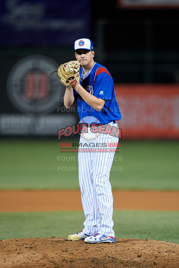 South Bend Cubs relief pitcher Duncan Robinson (29) gets ready to deliver a pitch during a game against the Clinton LumberKings on May 5, 2017 at Four Winds Field in South Bend, Indiana.  South Bend defeated Clinton 7-6 in nineteen innings.  (Mike Janes/Four Seam Images)