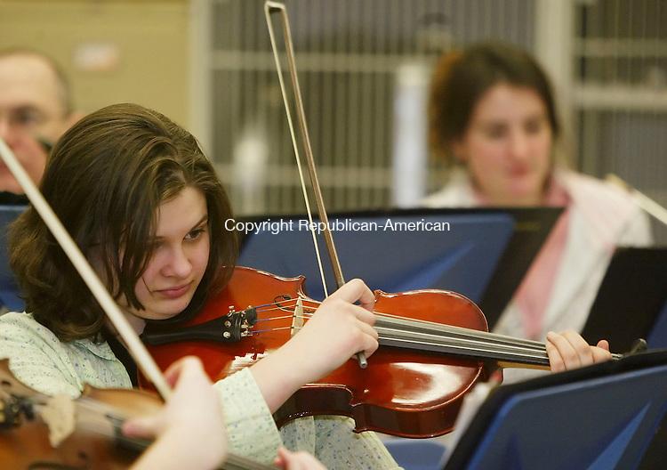 TORRINGTON, CT, 03/07/07- 030707BZ22- Heather Bernier, of Torrington, plays the viola with the Torrington Symphony Orchestra.  The group rehearsed at the Torrington Middle School Wednesday night.<br /> Jamison C. Bazinet Republican-American