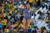SAO PAULO, SP, 12.06.2014 - COPA DO MUNDO ABERTURA - Claudia Leitte , Pitbull e Jeniffer Lopes durante cerimonia de abertura da Copa do Mundo 2014 na Arena de Sao Paulo, nesta quinta-feira, 12. (Foto: William Volcov / Brazil Photo Press).