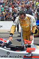 Verizon IndyCar Series<br /> Indianapolis 500 Carb Day<br /> Indianapolis Motor Speedway, Indianapolis, IN USA<br /> Friday 26 May 2017<br /> Helio Castroneves, Team Penske Chevrolet talks to teammate Will Power, Team Penske Chevrolet before the final round of the finals.<br /> World Copyright: F. Peirce Williams