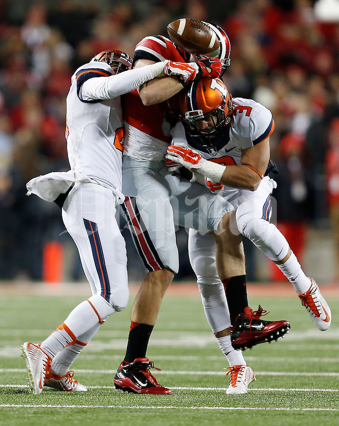 Ohio State Buckeyes tight end Jeff Heuerman (5) fails to make a catch after getting hit by Illinois Fighting Illini defensive back Taylor Barton (3) and Illinois Fighting Illini defensive back Zane Petty (21) in the first quarter the college football game between the Ohio State Buckeyes and the Illinois Fighting Illini at Ohio Stadium in Columbus, Saturday night, November 1, 2014. (The Columbus Dispatch / Eamon Queeney)