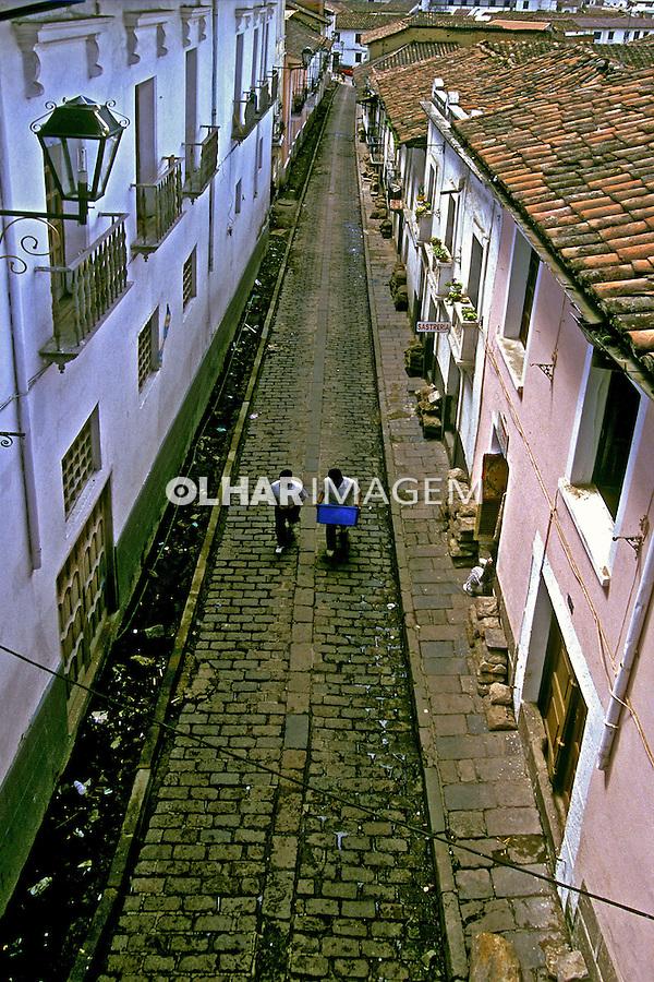 Ruas da cidade velha de Quito, Equador.<br /> Foto de Juca Martins. Data. 1997.