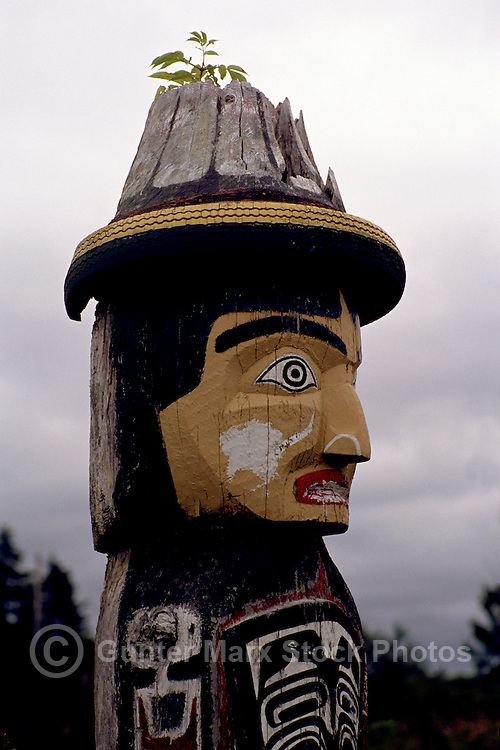 Kwakwaka'wakw (Kwakiutl) Memorial Totem Pole on Namgis Burial Grounds, Alert Bay, Cormorant Island, BC, British Columbia, Canada