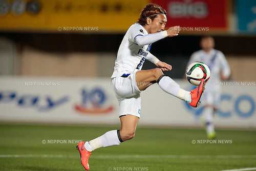 Shu Kurata (Gamba), <br /> APRIL 18, 2015 - Football /Soccer : <br /> 2015 J1 League 1st stage match <br /> between Shonan Bellmare 0-2 Gamba Osaka <br /> at Shonan BMW Stadium Hiratsuka, Kanagawa, Japan. <br /> (Photo by AFLO SPORT)