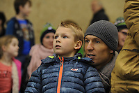 SCHAATSEN: HEERENVEEN: IJsstadion Thialf, 27-12-2015, KPN NK Afstanden, Arjen Robben met zoon als toeschouwer, ©foto Martin de Jong