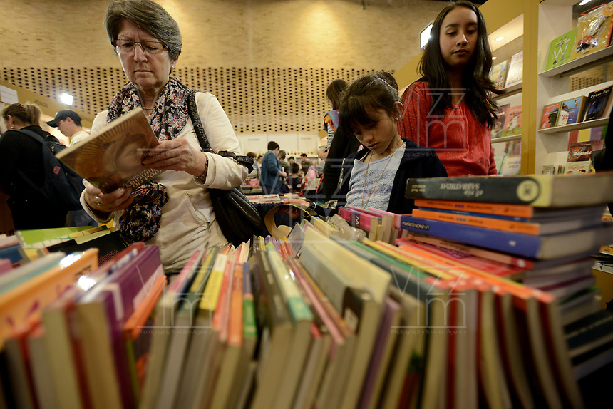 BOGOTÁ -COLOMBIA. 01-04-2017. La versión 30 de la Feria Internacional del Libro de Bogotá tiene este año como país invitado de honor a Francia y ofrecerá una programación diversa destinada a todos los públicos de la FILBo y es el evento de promoción de la lectura y la industria editorial más importante en Colombia. / The 30th version of the International Book Fair in Bogota that has this year as a country guest to France and offers a diverse program aimed to all public of FILBo and is the most important event to promote the reading and the editorial industry in Colombia. Photo: VizzorImage/ Gabriel Aponte / Staff