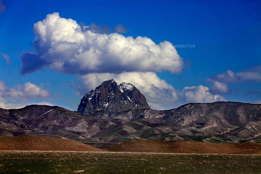 Azerbaijan, Nakhchivan, Julfa, Ilandagh Mountain, April 3, 2012<br /> The Ilandagh (Snake) Mountain is wreathed with ancient legends. One is that Noah&rsquo;s Ark touched the tip of the mountain and the Ark and Noah&rsquo;s family came to rest here. Pilgrims visit the mountain hoping to find the tomb of Noah and his sister, as well as the remains of the Ark.<br /> <br /> Azerba&iuml;djan, Nakhtchyvan, Djoulfa, montagne Ilandagh, 3 avril 2012 <br /> Nombre de l&eacute;gendes anciennes entourent la montagne Ilandagh (&laquo; serpent &raquo;). L&rsquo;une d&rsquo;elles concerne l&rsquo;arche de No&eacute; : on raconte que le proph&egrave;te et sa famille auraient d&eacute;barqu&eacute; sur la pointe de la montagne, au terme du D&eacute;luge, et s&rsquo;y seraient install&eacute;s. Les p&egrave;lerins visitent ce lieu dans l&rsquo;espoir de trouver la tombe de No&eacute; et de sa s&oelig;ur, ainsi que les restes de l&rsquo;arche.