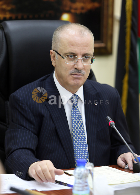 Palestinian Prime Minister, Rami hamdallah, chairs the Palestinian council meeting in the West Bank city of Ramallah on August 15, 2017. Photo by Prime Minister Office