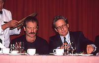 Robin Williams & Michael Douglas 1993<br />