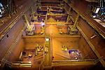 KINDERDIJK - In Kinderdijk werken medewerkers van scheepswerf IHC Dredgers (slechts herkenbaar aan het felle licht tijdens het lassen)aan de bouw van Nederlands grootste baggerschip, de sleephopperzuiger VOX DUBAI. Het tweehonderd meter lange schip dat wordt gebouwd voor baggeraar Van Oord, krijgt een super stofzuigerslang waarmee het ruim 30.000 m³ grond kan opzuigen en bewaren en, na het openen van de onderste scheepsluiken, op elke willekeurige zee- of rivierbodem kan achterlaten. Het 31 meter brede schip dat in ergens in 2009 te water wordt gelaten, behoort wegens zijn afmetingen tot de jumbo sleephopperzuigers waarvan er in de hele wereld slechts 12 rondvaren. Het schip krijgt scheepsmotoren met een vermogen van 28 megawatt wat vergelijkbaar is met de stroomvoorziening voor een stad van ruim 40.000 inwoners. COPYRIGHT TON BORSBOOM