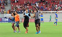 RECIFE-PE-29.06.2016-JOGO DO BEM-PE-  Torcedores invadem o gramado durante evento Jogo do Bem, realizado na Arena Pernambuco, zona oeste da Grande Recife, nesta quarta-feira, 29. (Foto: Jean Nunes/Brazil Photo Press)
