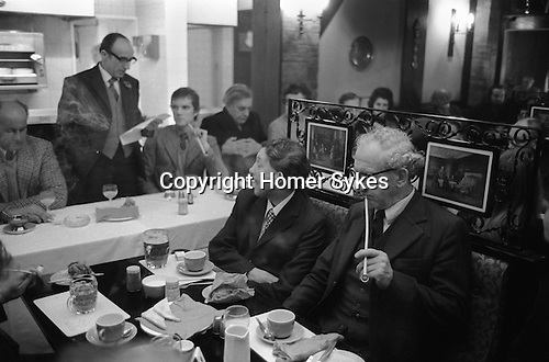 Smoking traditional Churchwarden clay pipes at the Old Duncow Inn, Stretton on Dunsmore, Warwichshire England 1973. Breakfast after the annual Wroth Silver ceremony. My ref 6/877/1975