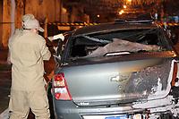 RIO DE JANEIRO, RJ, 28.08.2019: CRIME-RIO - Homem encontrado totalmente carbonizado e com várias perfurações a bala pelo corpo dentro de um carro rua Agrário Menezes no Bairro de Vaz lobo na zona norte do Rio de Janeiro (Foto: Celso Barbosa/Código19)