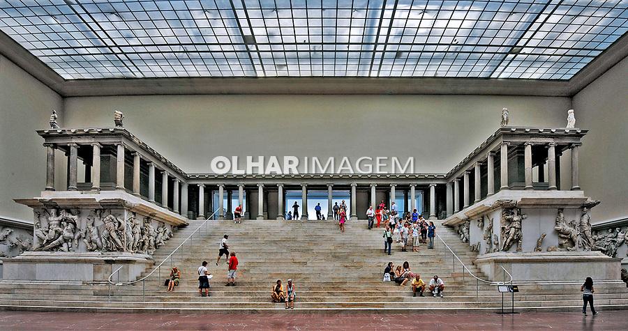 The Pergamon Altar. Pergamon Museum em Berlin. Alemanha. 2011. Foto de Juca Martins.