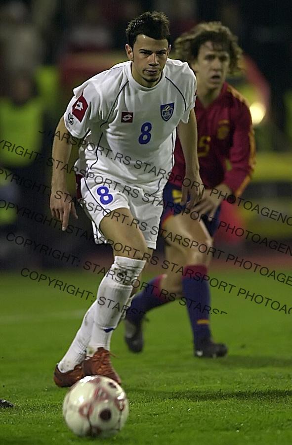 SPORT FUDBAL REPREZENTACIJA SCG SPANIJA kvalifikacije za svetsko prvenstvo u fudbalu 2006. u Nemackoj 30.3.2005. Mateja Kezman i Pujol Puyol foto: Pedja Milosavljevic<br />