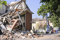 - terremoto in Emilia, macerie a  Cavezzo<br />