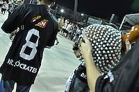 SÃO PAULO, SP, 05 DE FEVEREIRO DE 2012 - ENSAIO GAVIÕES DA FIEL - Bateria da Gaviões da Fiel homenageando o idolo corinthiano Sócrates durante ensaio técnico da Escola de Samba Gaviões da Fiel na preparação para o Carnaval 2012. O ensaio foi realizado na noite deste domingo (05) no Sambódromo do Anhembi, zona norte da cidade. FOTO: LEVI BIANCO - NEWS FREE