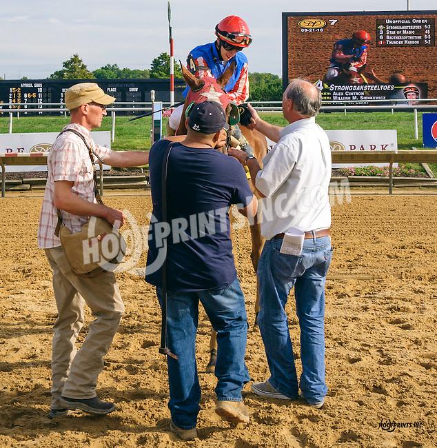 Strongbaksteeltoes winning at Delaware Park on 9/21/16