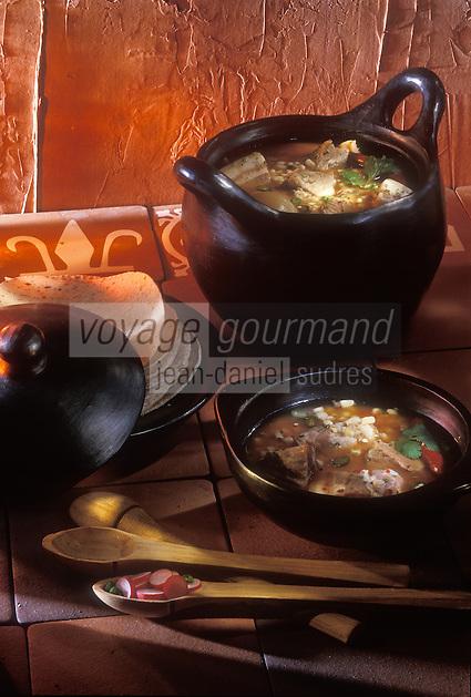 Amérique du Nord/Mexique/Mexico: Pozole blanco guerrero - soupe  qui forme un plat unique, grace à la viande au maïs et aux légumes