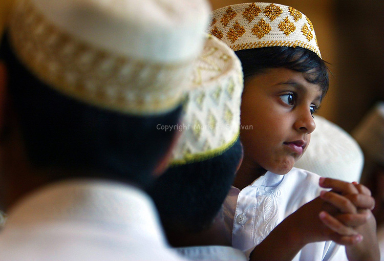 "(EYELEVEL)--on Sun Aug 1,2004- ""Mosque Child"" at the opening of the Borha Mosque in East Brunswick. (MARK R. SULLIVAN/HNT CHIEF PHOTOGRAPHER)"