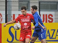 FC GULLEGEM - FC RUPEL BOOM :<br /> Jeroen Van Den Driessche (R) zit in de nek bij Daan Debouver (L)<br /> <br /> Foto VDB / Bart Vandenbroucke