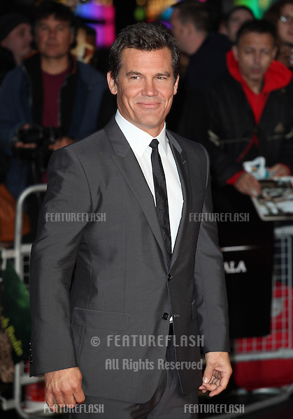 Josh Brolin arriving for the Labor Day Premiere, at the BFI London Film Festival, Odeon Leicester Square, London. 14/10/2013 Picture by: Alexandra Glen / Featureflash