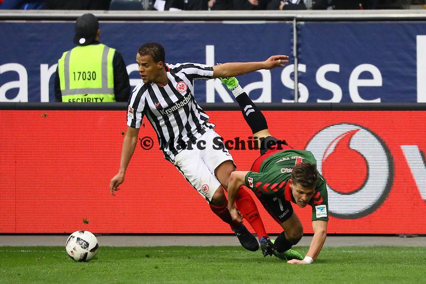 Timothy Chandler (Eintracht Frankfurt) gegen Florian Niederlechner (SC Freiburg) - 05.03.2017: Eintracht Frankfurt vs. SC Freiburg, Commerzbank Arena