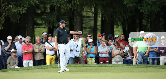 Shane Lowry (IRL) remonstrates with the crowd as he hears another phone camera sound during Round Two of the 2015 BMW International Open at Golfclub Munchen Eichenried, Eichenried, Munich, Germany. 26/06/2015. Picture David Lloyd | www.golffile.ie