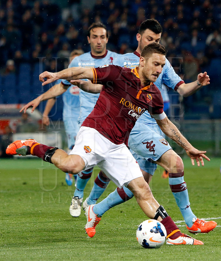 Calcio, Serie A: Roma vs Torino. Roma, stadio Olimpico, 25 marzo 2014.<br /> AS Roma forward Francesco Totti, foreground, is challenged by Torino defender Cesare Bovo during the Italian Serie A football match between AS Roma and Torino at Rome's Olympic stadium, 25 March 2014.<br /> UPDATE IMAGES PRESS/Riccardo De Luca