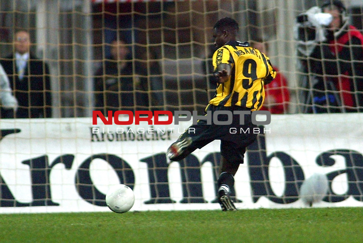 UEFA Pokal 2002/2003 2. Runde - Rueckspiel<br />  SV Werder Bremen vs Vitesse Arnheim <br /> Die Entscheidung in Bremen Emile Mbamba zum 3:3<br /> Foto &copy; nordphoto <br />  *** Local Caption *** Foto ist honorarpflichtig! zzgl. gesetzl. MwSt.<br />  Belegexemplar erforderlich<br /> Adresse: nordphoto<br /> Georg-Reinke-Strasse 1<br /> 49377 Vechta