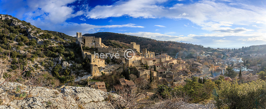 France, Ardèche (07), Saint-Montan, le village et les ruines du château le matin