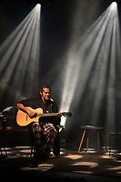 """SÃO PAULO, SP, 14.06.2017 - SHOW-SP - Jair Oliveira, Robson Nunes e Tiago Abravanel durante apresentação do """"Quarto de Músico"""", na noite desta quarta-feira, 14, no Teatro Morumbi Shopping em São Paulo. (Foto: Levi Bianco\Brazil Photo Press)"""