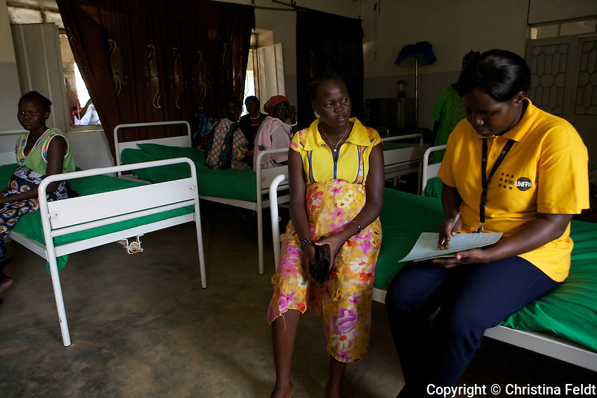UNFPA South Sudan supports human capacity building in the health sector. UNV working at Muniki health centre in the maternity unit. She is assisting a young woman during her pregnancy and is checking preparations before giving birth in the near future.