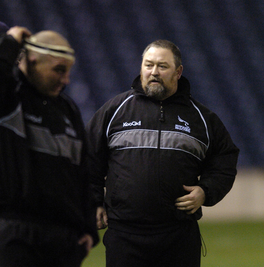 Photo. Jed Wee..Edinburgh Rugby v Newcastle Falcons , Heineken Cup, 11/12/2004..Newcastle conditioning coach Steve Black (R) with Andy Long.