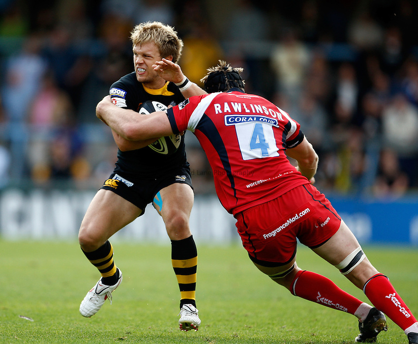 Photo: Richard Lane/Richard Lane Photography.London Wasps v Worcester Warriors. Guinness Premiership. 20/09/2009. Wasps' Lachlan Mitchell is tackled by Warriors' Greg Rawlinson.