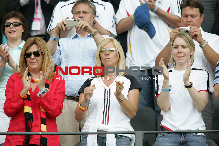 FIFA WM 2006 - Gruppe A ( Group A )<br /> Play #33 (20-Jun) - Ecuador vs Germany.<br /> Female supporters (player wifes) from Germany prior to the match of the World Cup in Berlin.<br /> Foto &copy; nordphoto