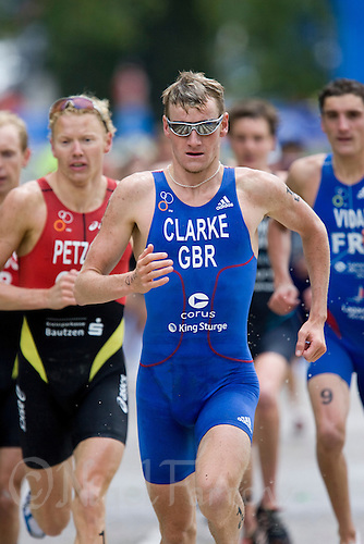 25 MAY 2008 - MADRID, ESP - Will Clarke on route to his 6th place that qualified him for selection for the British Olympic Triathlon team - ITU Triathlon World Cup Round (PHOTO (C) NIGEL FARROW)