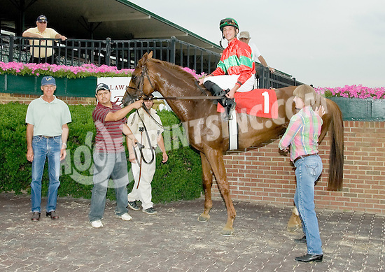 Globo de Oro winning at Delaware Park on 6/27/11