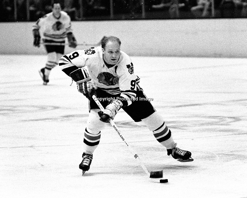 Chicago Blackhawk #9, Bobby Hull. (1969 photo by Ron Riesterer)