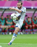 FUSSBALL  EUROPAMEISTERSCHAFT 2012   VORRUNDE Griechenland - Tschechien         12.06.2012 Dimitris Salpingidis (Griechenland)  Einzelaktion am Ball