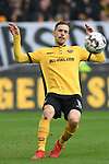 01.12.2018,  GER; 2. FBL, FC St. Pauli vs SG Dynamo Dresden ,DFL REGULATIONS PROHIBIT ANY USE OF PHOTOGRAPHS AS IMAGE SEQUENCES AND/OR QUASI-VIDEO, im Bild Einzelaktion Hochformat Jannik Mueller (Müller Dresden #18) Foto © nordphoto / Witke