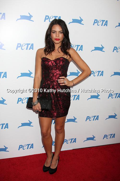 LOS ANGELES - SEP 25:  Jenna Dewan Tatum arrives at the PETA 30th Anniversary Gala at Hollywood Palladium on September 25, 2010 in Los Angeles, CA