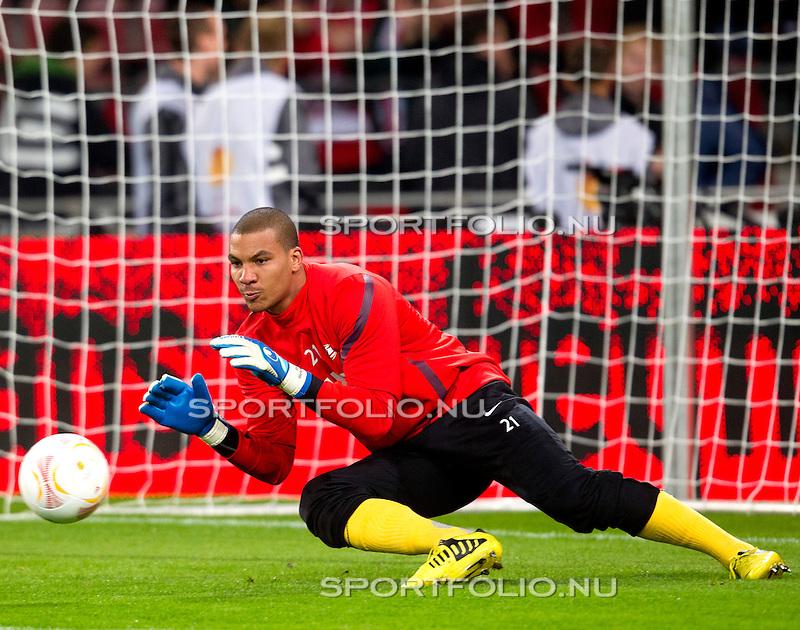 Nederland, Amsterdam, 4 oktober  2012.Seizoen 2012-2013.EuropaLeague.PSV-Napoli.Boy Waterman, keeper (doelman) van PSV in actie met de bal
