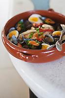 Europe/France/Aquitaine/64/Pyrénées-Atlantiques/Pays Basque/Socoa: Merlu Koskera - recette d'André Hirigoyen du restaurant Le Belarra